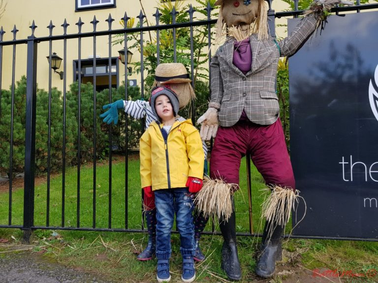 mid-week stay at bluestone - saying hi to the bwbach scarecrows