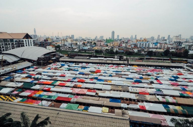 A picture of the rooftops of Rot Fai Market in Bangkok