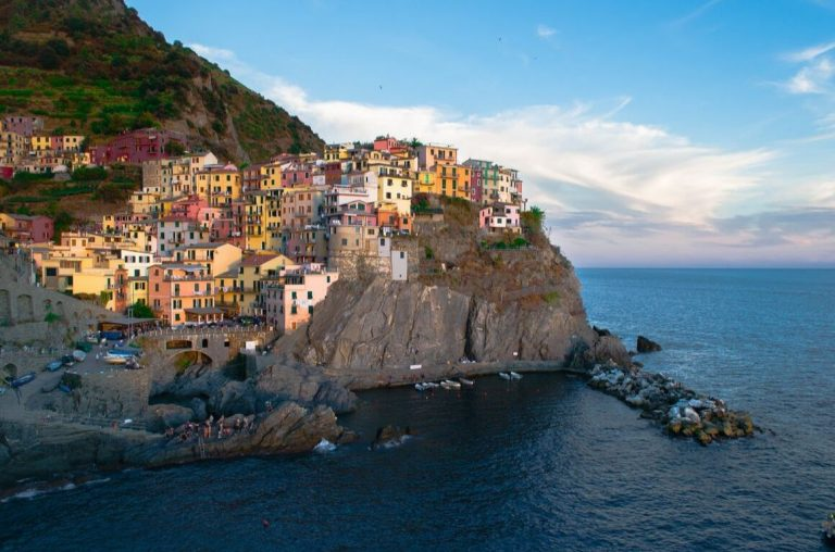 A picture of Cinque Terre, the beautifully colourful Italian town