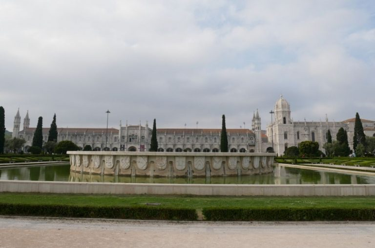 A picture of the fountains of Belem in front of the Jeronimo Monastery in Lisbon