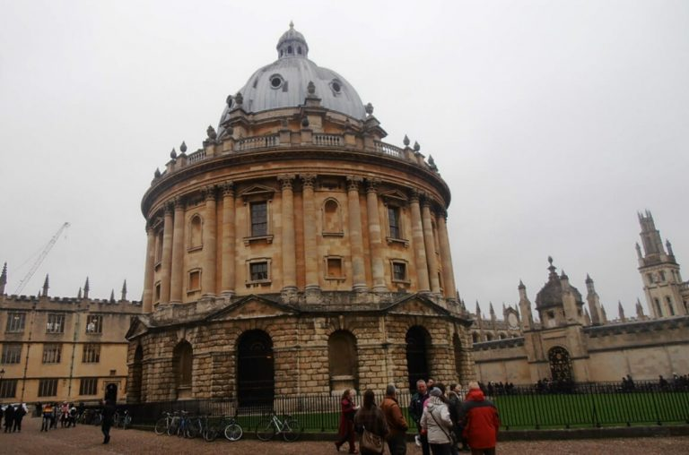 A picture of one of the university buildings in Oxford