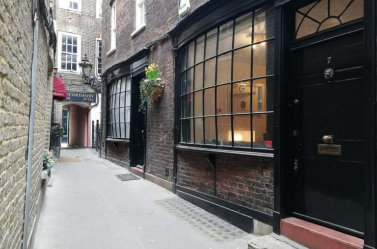 A picture of Knockturn Alley from a Harry Potter tour of London