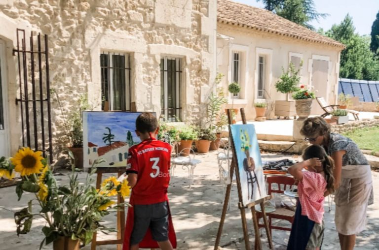 A picture of two kids taking an art class in Provence