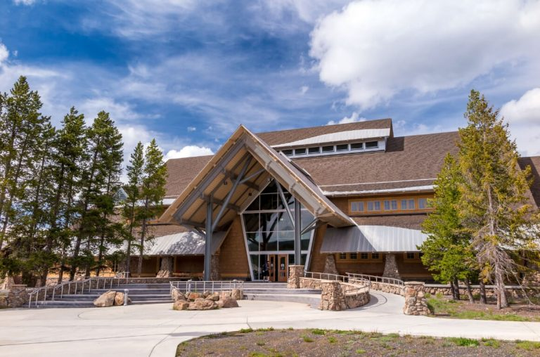 A picture of the entrance to the Old Faithful Educational Visitor Centre in Yellowstone
