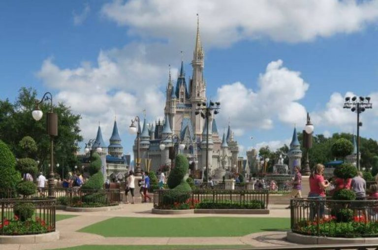 A picture of the stunning castle at Magic Kingdom at Walt Disney World, Florida