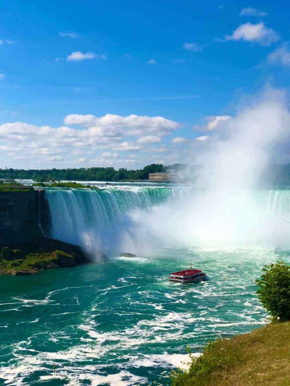A picture of the Maid of the Mist boat heading towards the splendid Niagara Falls