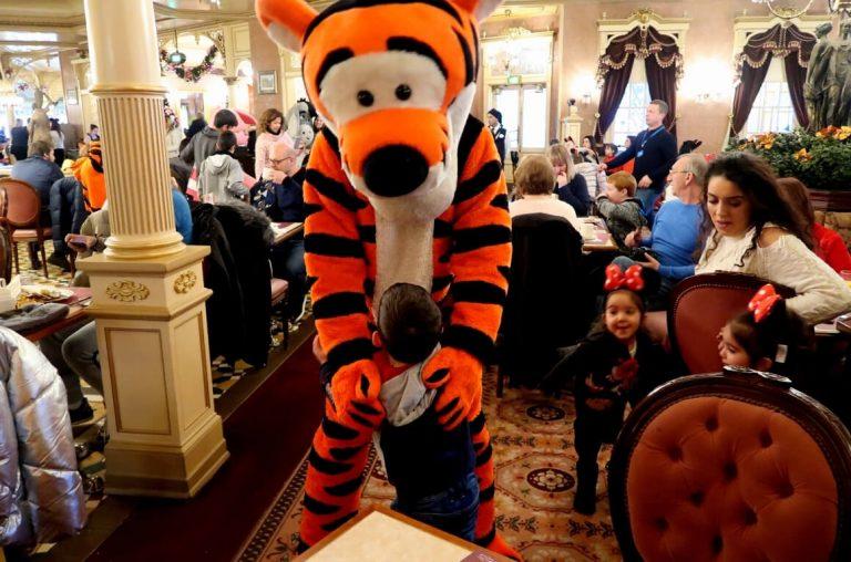 A little boy meeting Tigger at a character breakfast at Disneyland Paros