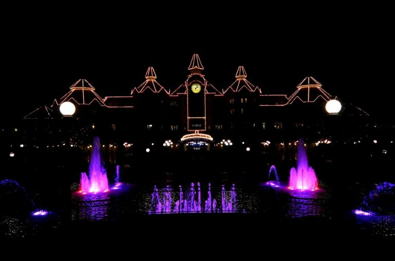 A dark picture of the fountains in front of the Disneyland Paris hotel