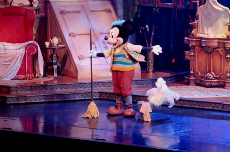 Mickey Mouse on stage with a mop in a Disneyland Paris show