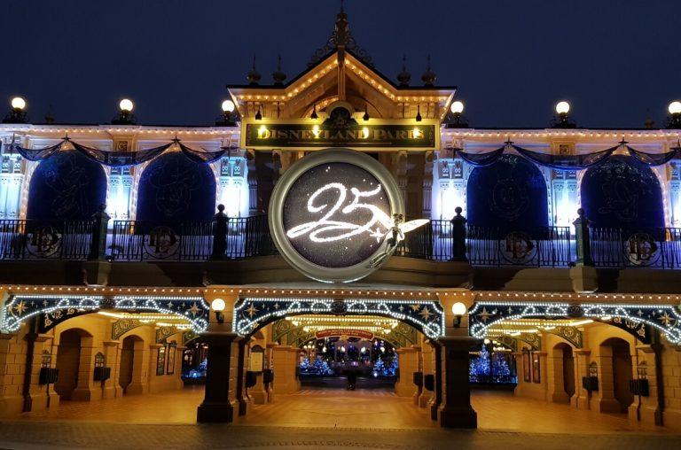 The 25th anniversary sign at Disneyland Paris