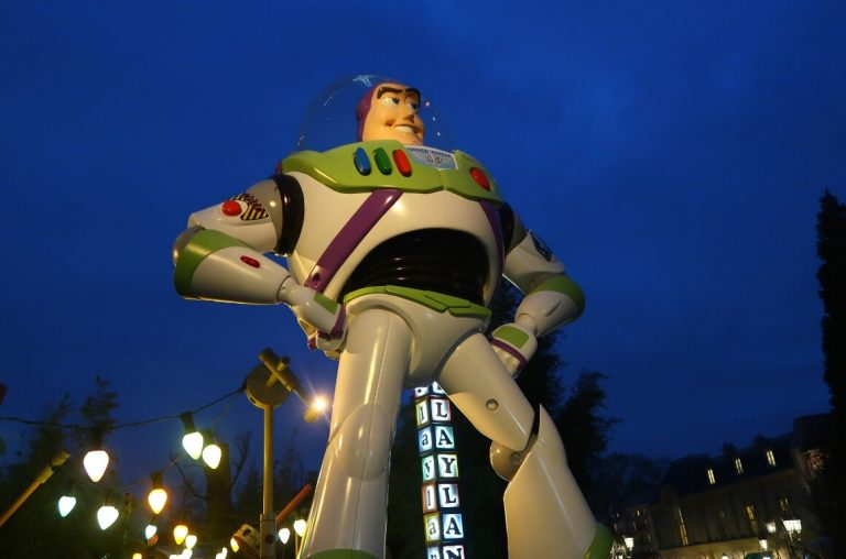 The Buzz Lightyear statue at Disneyland Paris